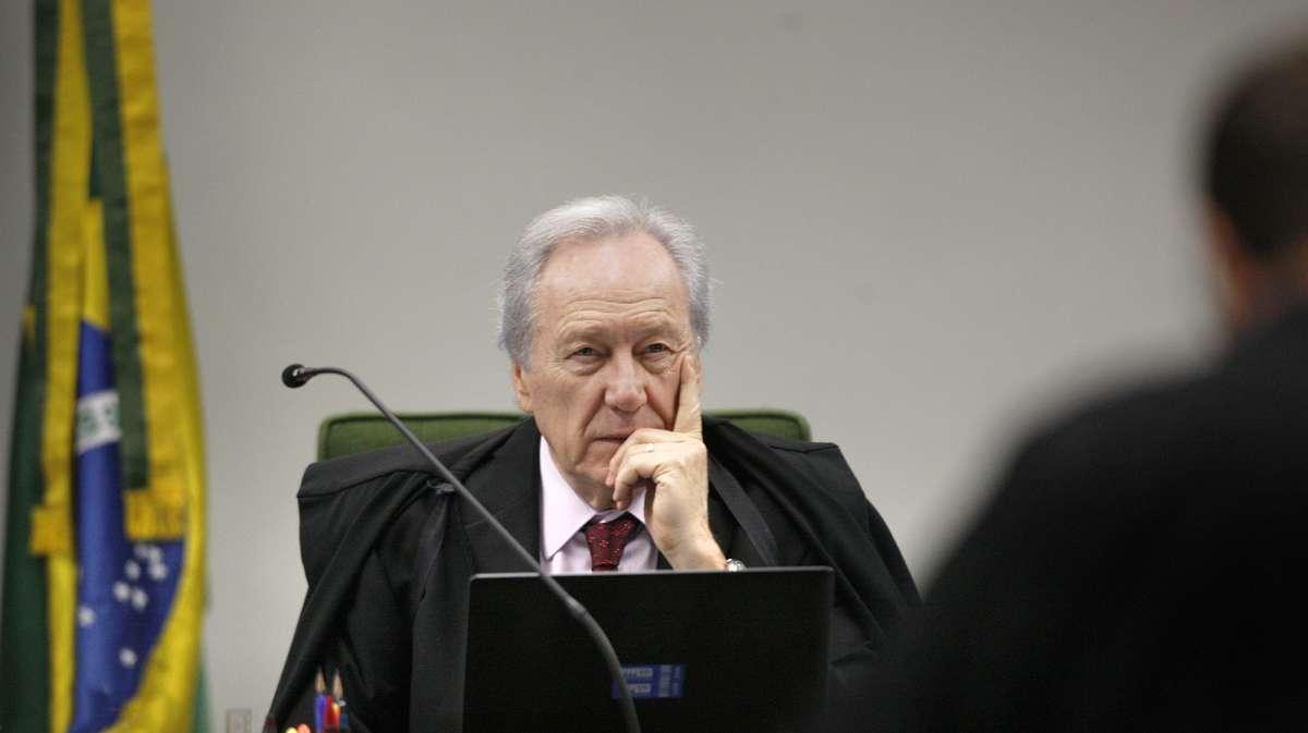 lewandowski 9059270 - Lewandowski envia a Aras denúncia contra Bolsonaro e Pazuello por colapso no AM