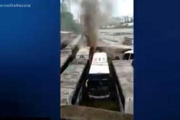 Incêndio atinge garagem de ônibus e destrói doze veículos – VEJA VÍDEO