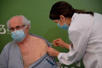 Após aprovação da Coronavac, no Brasil, médico de 79 anos é o primeiro paraibano a tomar vacina