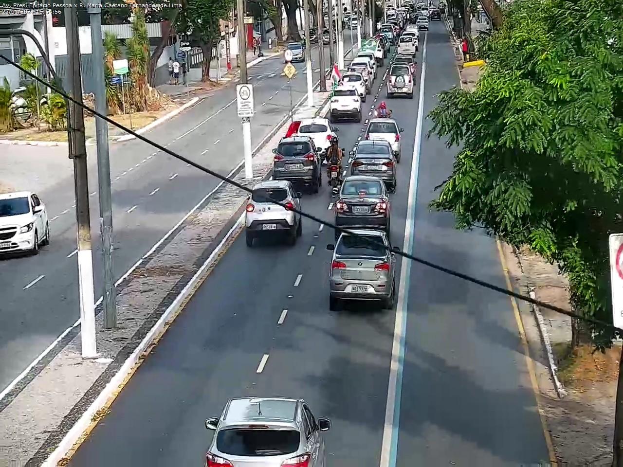 protesto 2 - Manifestantes pedem impeachment de Bolsonaro em João Pessoa - VEJA IMAGENS E VÍDEOS