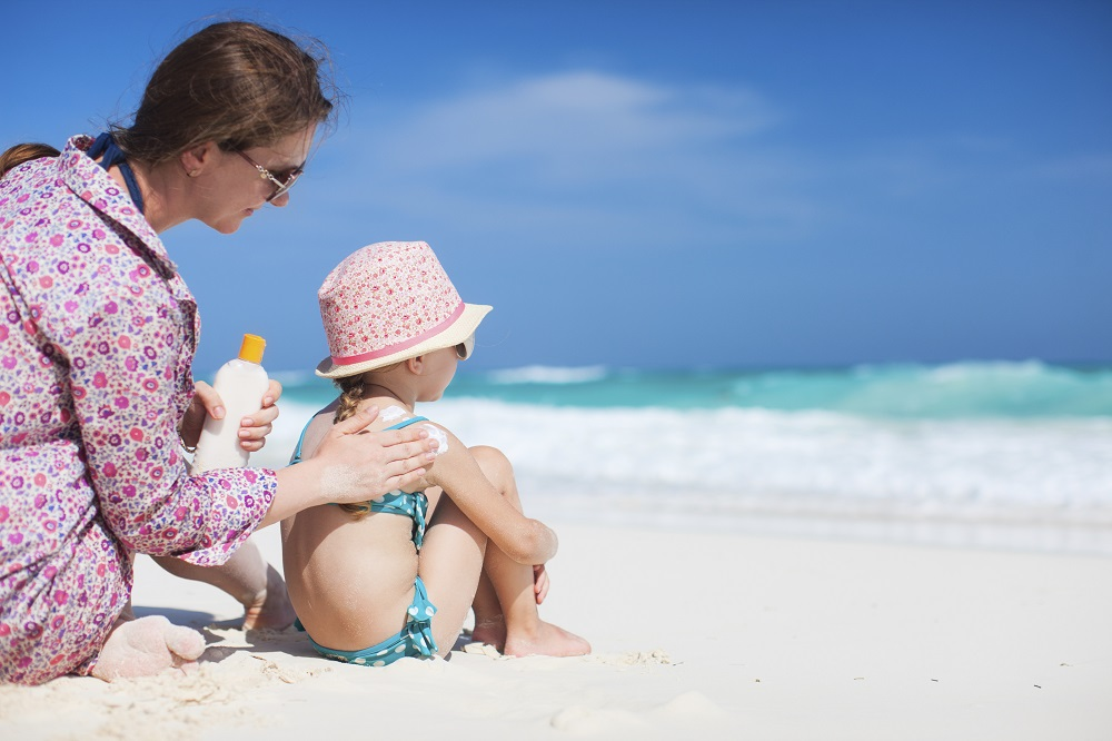 protetor solar - Dermatologista alerta para riscos de exposição solar e orienta como evitar o câncer de pele