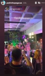screenshot 1 180x300 - APÓS DENÚNCIA: gravação do DVD de Pedrinho Pegação é encerrada em bar de João Pessoa