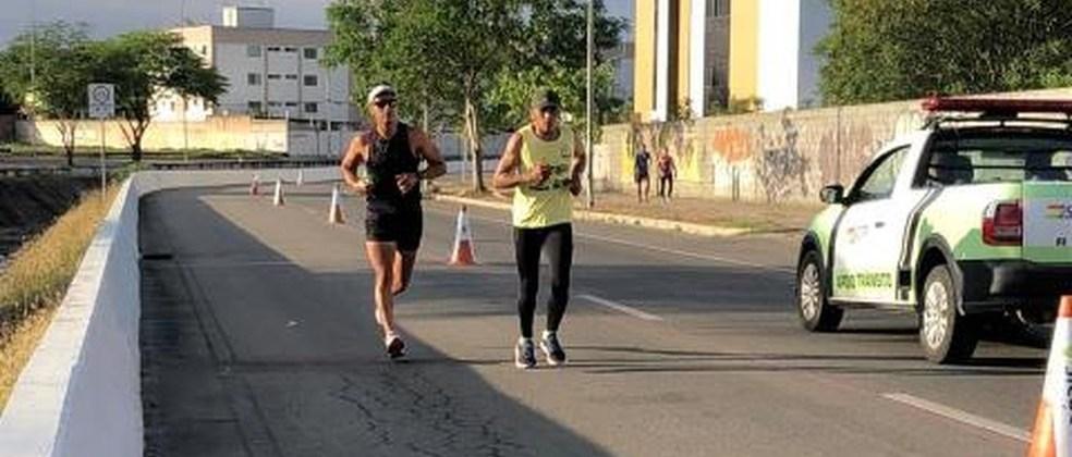 Trechos de avenida em Campina Grande são isolados para a prática de corrida e caminhada