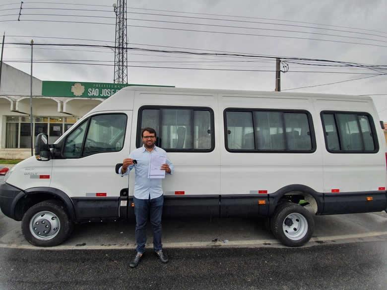 van chico mendes - Prefeito Chico Mendes apresenta à população van 0 km, adquirida para servir à população