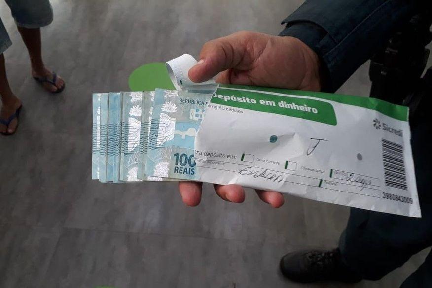 whatsapp image 2021 01 02 at 154244 1  - Casal acha envelope com R$ 2 mil no 1º dia do ano e procura polícia para identificar dono do dinheiro