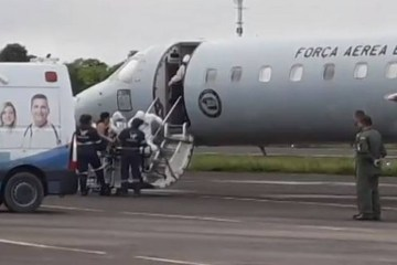 Avião com pacientes de Manaus para João Pessoa pousa na madrugada deste domingo (17) na PB