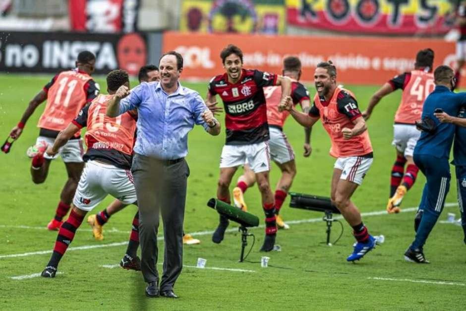 6032fc9e76579 - Flamengo vira favorito e tem 62% de chance de título; veja