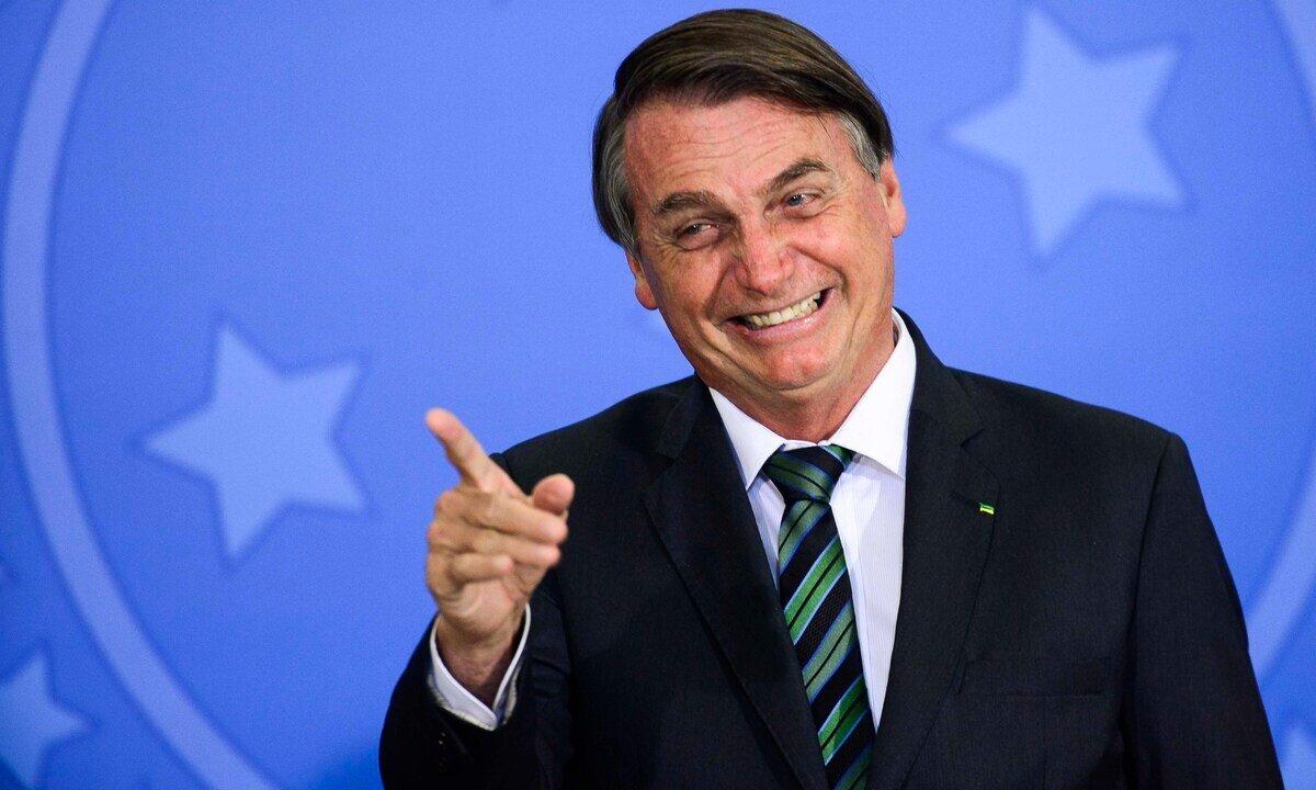 """Bolsonaro Impeachment 1 - Jair Bolsonaro se diz """"imbrochável"""" e afirma que esportes leva jovens pra direita"""