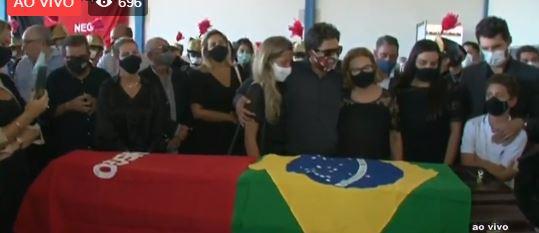 Capturar 18 - Corpo de José Maranhão deixa aeroporto e segue para Palácio da Redenção - ASSISTA AO VIVO
