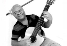 Aos 67 anos, morre o cantor e compositor paraibano Chico de Assis vítima de complicações da Covid-19