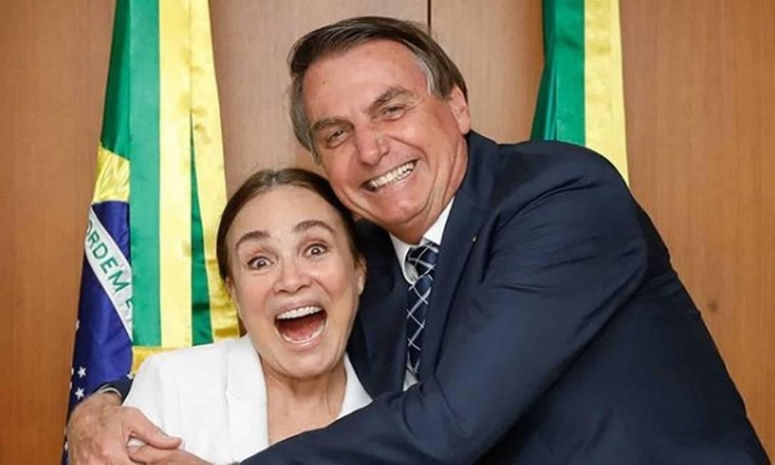 """Regina Duarte e Bolsonaro - Regina Duarte é chamada de """"mentirosa"""", após compartilhar fake news a favor de Bolsonaro"""