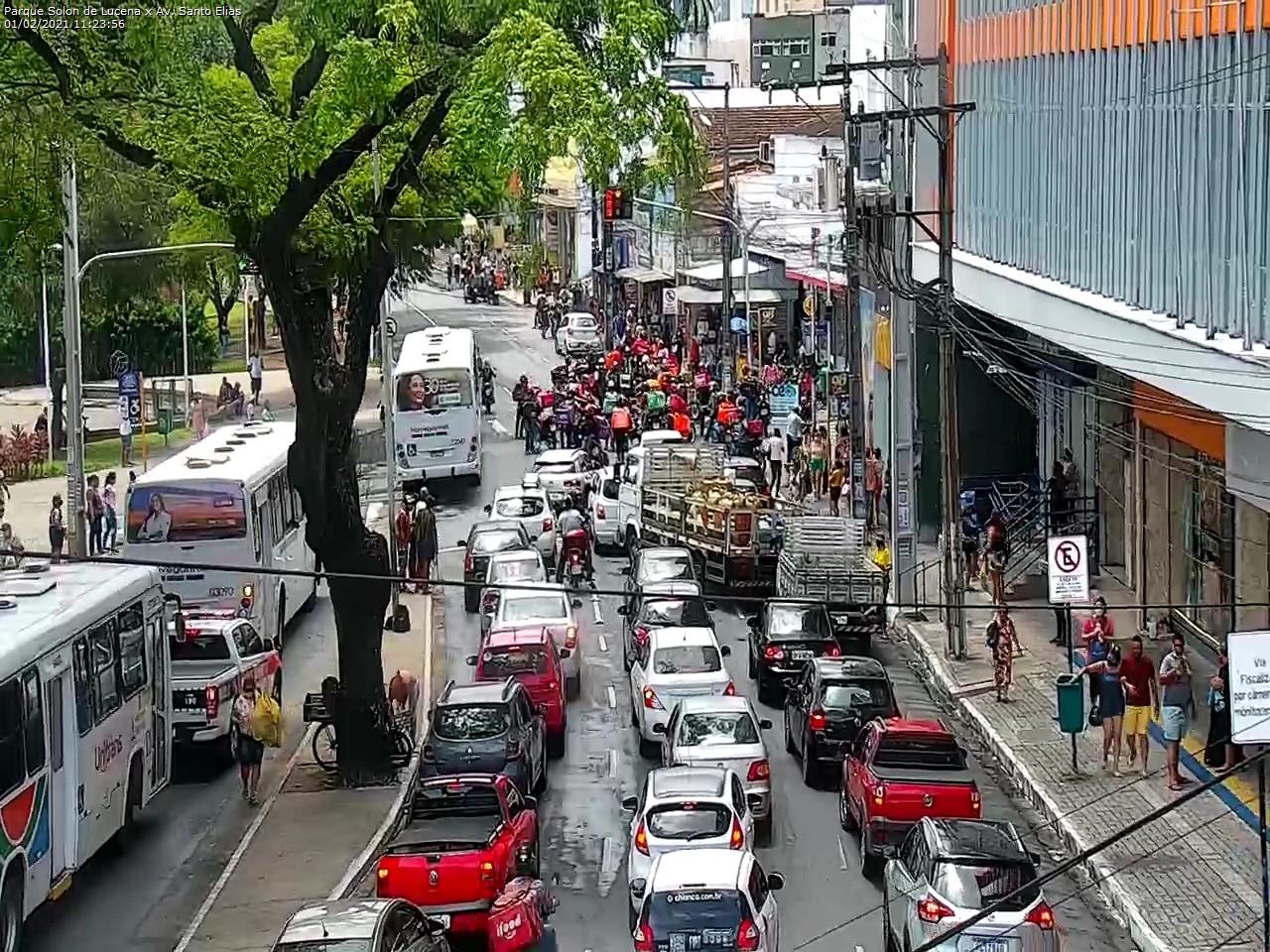 WhatsApp Image 2021 02 01 at 11.27.58 - Motoboys realizam protesto no Centro de João Pessoa; motoristas por aplicativo também param as atividades - VEJA IMAGENS