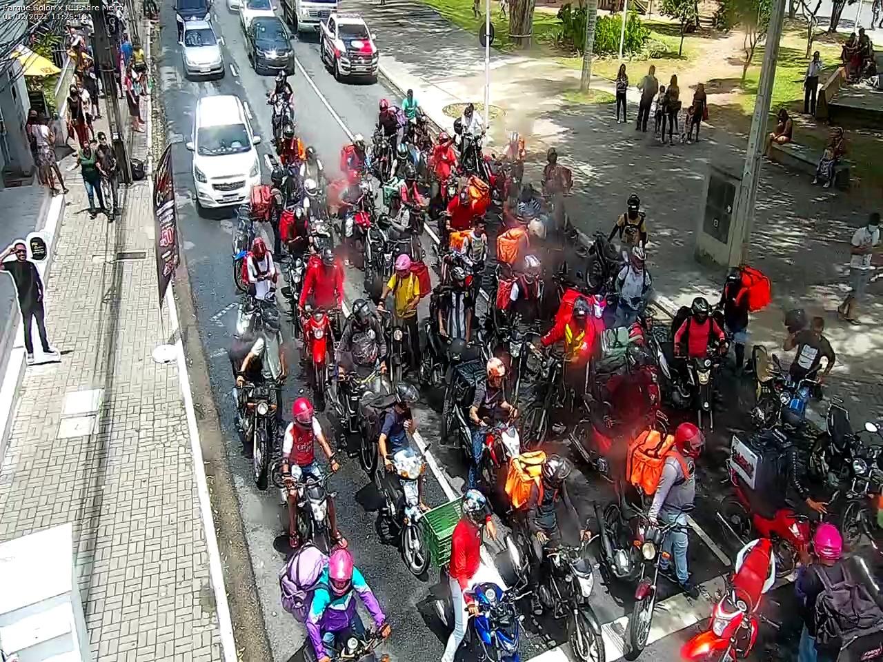 WhatsApp Image 2021 02 01 at 11.30.29 - Motoboys realizam protesto no Centro de João Pessoa; motoristas por aplicativo também param as atividades - VEJA IMAGENS