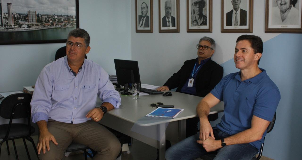 WhatsApp Image 2021 02 23 at 10.52.15 - Veneziano enaltece parceria entre Cagepa e Hospital Napoleão Laureano e trata da extensão do benefício para Hospital da FAP