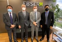 Ao lado de Wilson Santiago e Wilson Filho, Chico Mendes participa de reunião com o presidente da Rede Ebserh, em Brasília