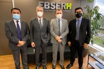 WhatsApp Image 2021 02 24 at 08.18.57 - Ao lado de Wilson Santiago e Wilson Filho, Chico Mendes participa de reunião com o presidente da Rede Ebserh, em Brasília
