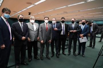 REUNIÃO DA BANCADA: governador solicita recursos para Centro de Convenções em CG, aeroporto de Patos e Porto de Cabedelo