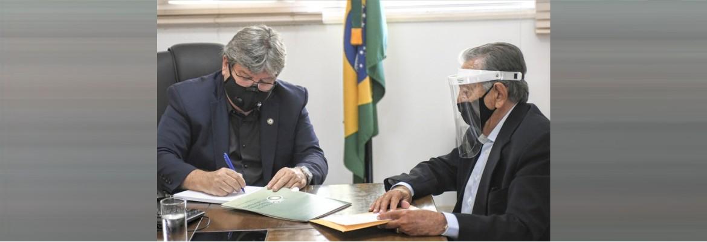 assinatura convenio laureano - João Azevêdo lança campanha para incentivar doações ao Hospital Napoleão Laureano por meio da conta de água