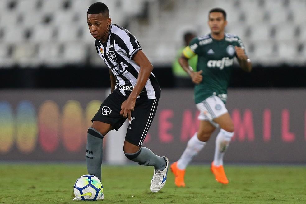 """bochecha2 - Ex-Botafogo comenta saída do clube e lamenta: """"Ouvi coisas injustas"""""""