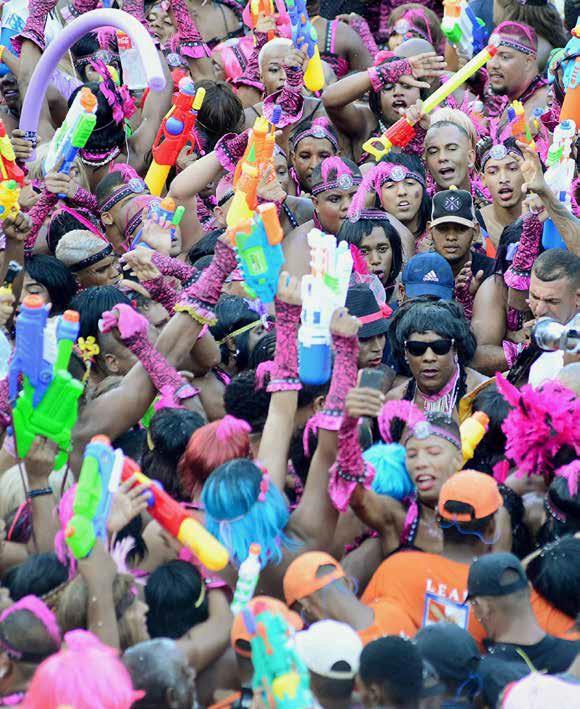 carnaval1582544460 - Infectologista reforça importância de não aglomerar no feriado de Carnaval: o vírus continua circulando