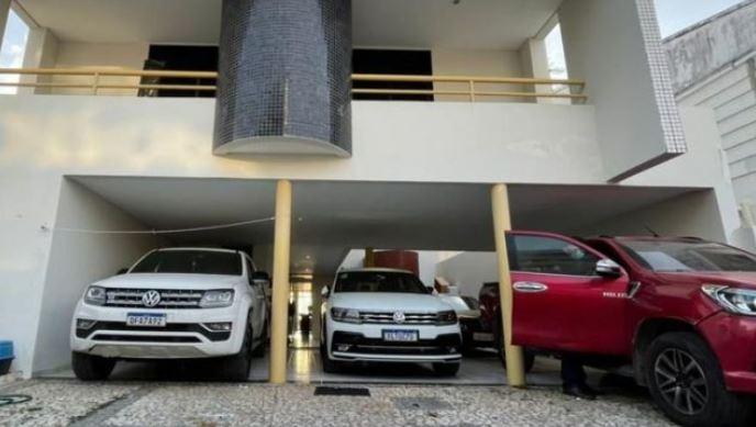 carro - OPERAÇÃO CALVÁRIO: armas e carros de luxo são apreendidos durante buscas