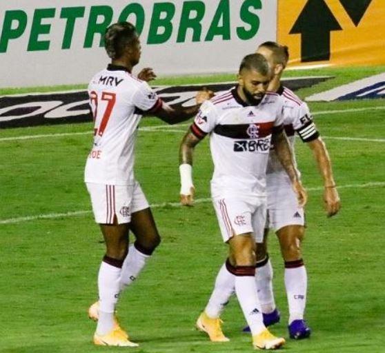 fla - Flamengo brilha no primeiro tempo, bate Sport e segue na cola do Inter