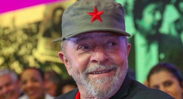 lula com bone de cuba 28112018171123811 - Defesa de Lula envia ao STF 'perícia independente' de mensagens de Moro e Deltan