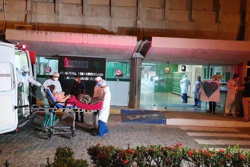 pacientes de manaus chegando ao hu   oriel farias - COVID-19: 15 pacientes de Manaus chegaram no HU de João Pessoa neste domingo; Três estão na UTI