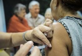 Por falta de doses Curitiba suspende vacinação contra Covid-19, e idosos deixam filas sem serem imunizados
