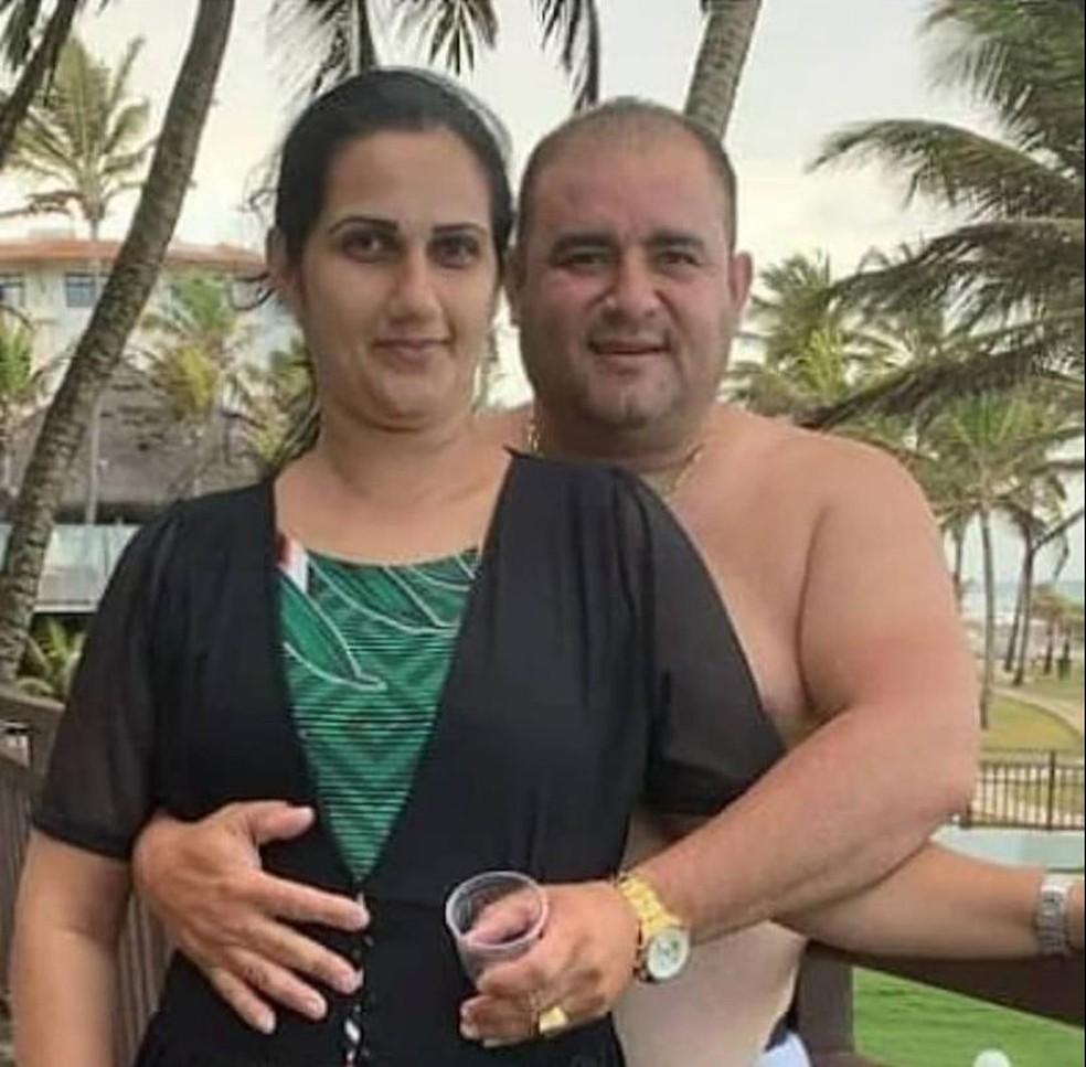 whatsapp image 2021 02 23 at 05.30.56 - COMOÇÃO EM CAJAZEIRAS: cortejo do casal que morreu vítima de Covid-19 é puxado por paredão - VEJA VÍDEO