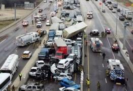 Engavetamento com 100 carros mata 5 e deixa 36 hospitalizados – VEJA VÍDEO