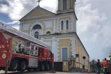 zuila - Chuvas danificam torre de igreja em João Pessoa; local foi interditado por risco de desabamento