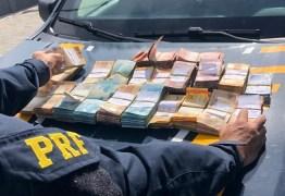 DENTRO DO CARRO: homem é preso com quase R$ 100 mil sem comprovação, na Paraíba