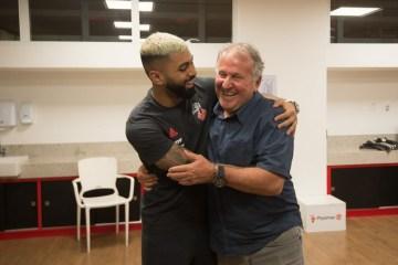 Jogadores do Flamengo prestam reverência a Zico: 'Parabéns ao nosso Rei'