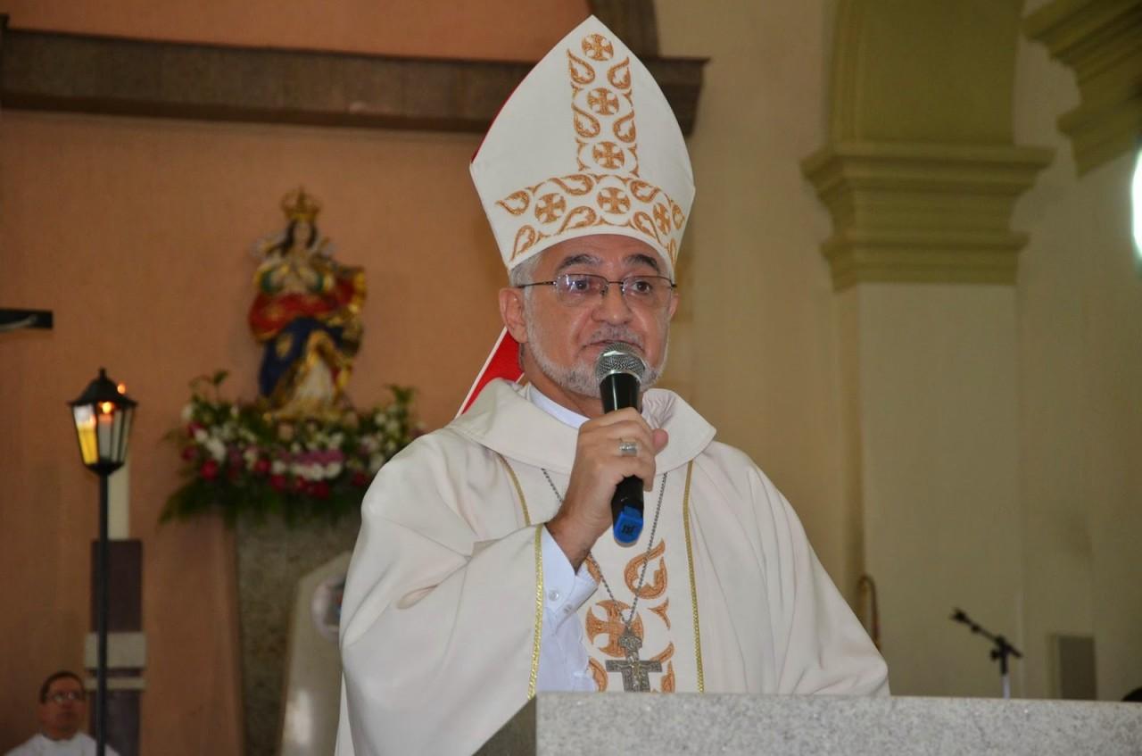 """Dom Delson - Durante missa, arcebispo da Paraíba critica a postura dos jovens no pior momento da pandemia: """"Não estão percebendo o que está acontecendo no país?"""""""