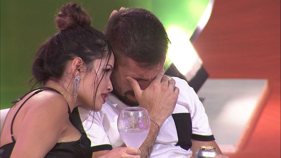 bbb21 060321 051007 - Arthur chora em conversa com Juliette, que diz: 'Ser forte não é ser rígido, é ser você como sempre foi' - VEJA VÍDEO