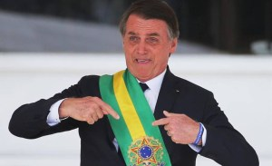 """bolsonaro 300x183 - """"Alegre, bem descontraído"""": Bolsonaro promove almoço com direito a leitão, em dia de recorde de mortes por Covid-19 no país"""