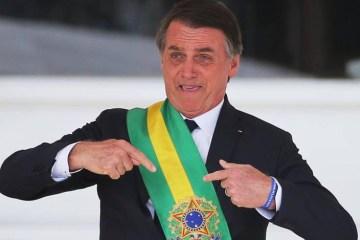 """bolsonaro - """"Alegre, bem descontraído"""": Bolsonaro promove almoço com direito a leitão, em dia de recorde de mortes por Covid-19 no país"""