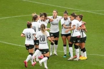 Corinthians entra em contato com Conmebol e equipe feminina espera viajar no início da noite para Argentina