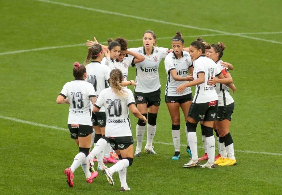 fem - Corinthians entra em contato com Conmebol e equipe feminina espera viajar no início da noite para Argentina