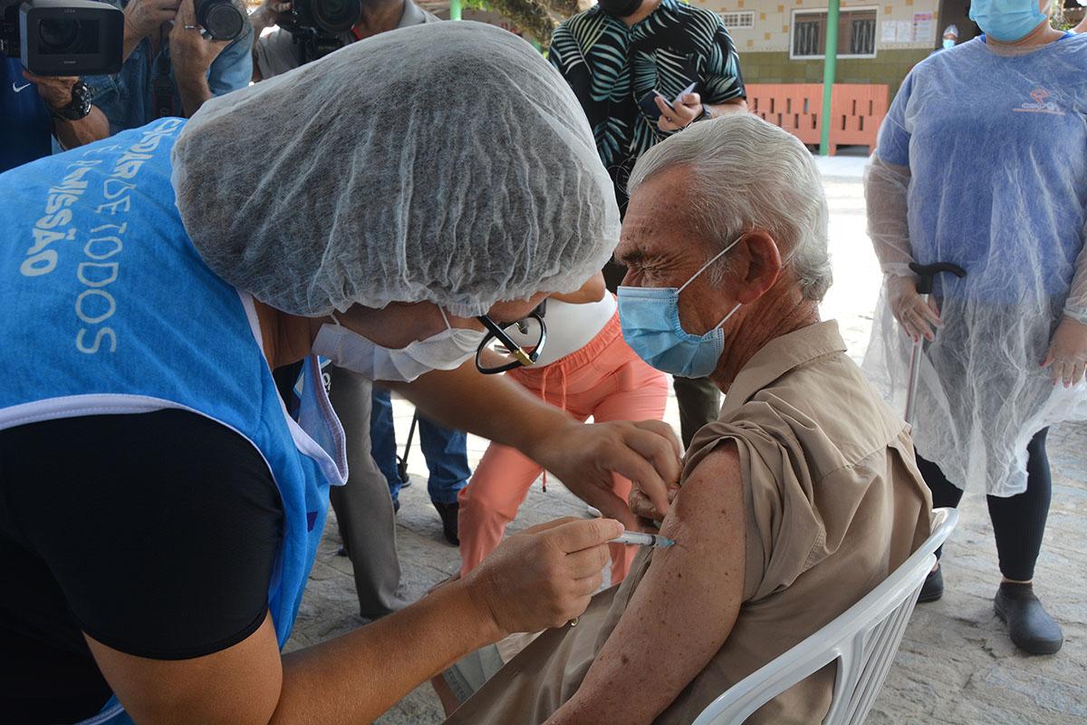 idosos vacinado covid 19 - Prefeitura de João Pessoa segue focando na segunda dose da vacina contra a Covid-19