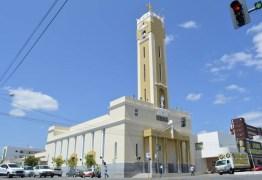 Bispo de Patos envia carta às Câmaras municipais afirmando ser contra tornar igreja atividade essencial