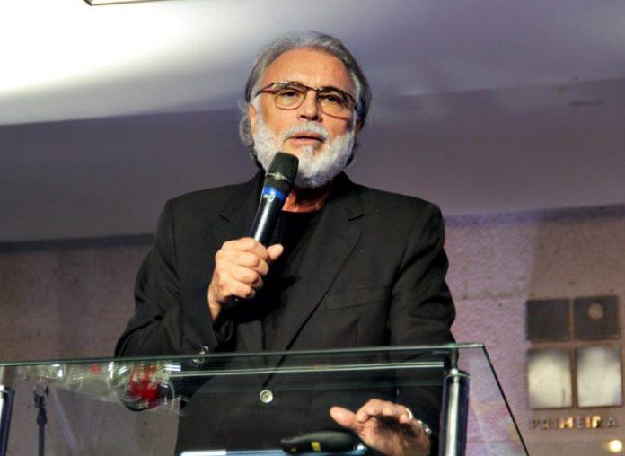 """pastor estevam fernandes 1024x683 1 696x508 1 - Pastor Estevam pede bom senso aos fiéis durante pandemia: """"nós somos a igreja"""" - VEJA VÍDEO"""