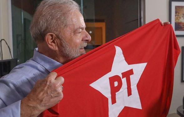 """pt - Após fortalecimento com """"efeito Lula"""", filiações ao PT crescem 828% em três dias"""