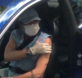 roberto d e1614634629281 - Roberto Carlos é vacinado contra a Covid-19 no Rio - VEJA VÍDEO