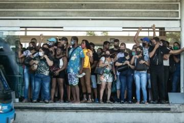 x91863155 RIRio de Janeiro RJ 04 03 2021 COVID 19Aglomeracao nos Transportes Publicos Na foto E.jpg.pagespeed.ic .DRDPMd rds - Pária global: Brasil vira 'ameaça sanitária' no mundo