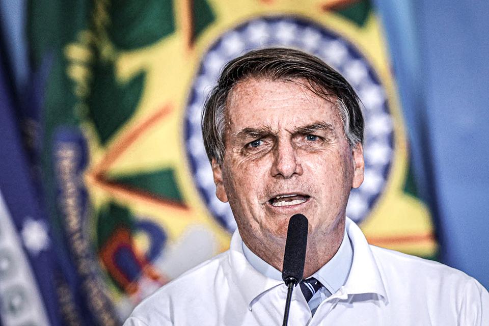 2021 01 12T172431Z 220079739 RC2H6L9BAGFN RTRMADP 3 FORD MOTOR BRAZIL BOLSONARO 2 - Em live, Bolsonaro compara decisão do STF sobre Lula a filme de faroeste