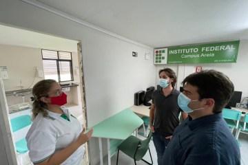 Em Areia, Eduardo critica suspensão de serviços na saúde do município e visita campus do IFPB