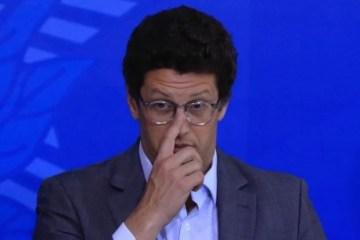 PF pede ao STF que Salles seja investigado por atrapalhar fiscalização ambiental