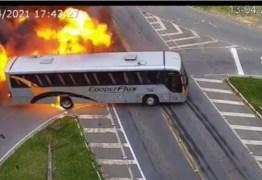 Câmeras registram momento de acidente entre carro, ônibus e caminhão; uma pessoa morreu – VEJA VÍDEO